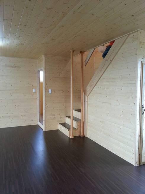 Corridor and hallway by 鄉村東和鋼構木屋