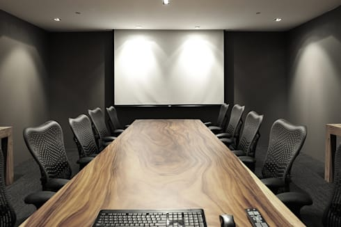 Meeting Room:  Multimedia room by HB Design Pte Ltd