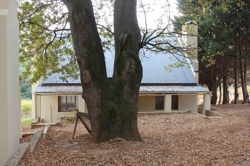 NOOIDGEDACHT FARM: classic Houses by Covet Design