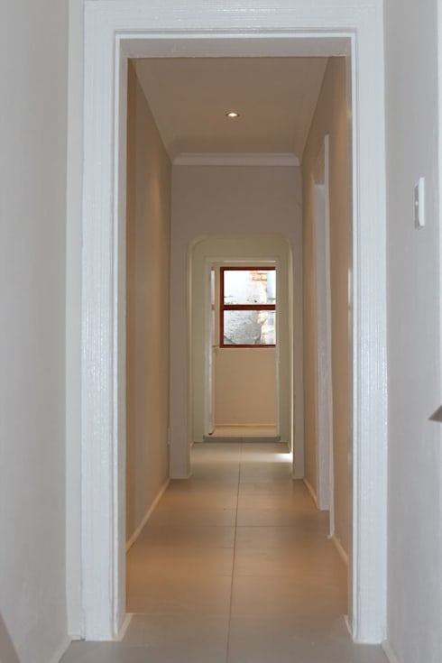 CLARENCE STREET:  Corridor & hallway by Covet Design