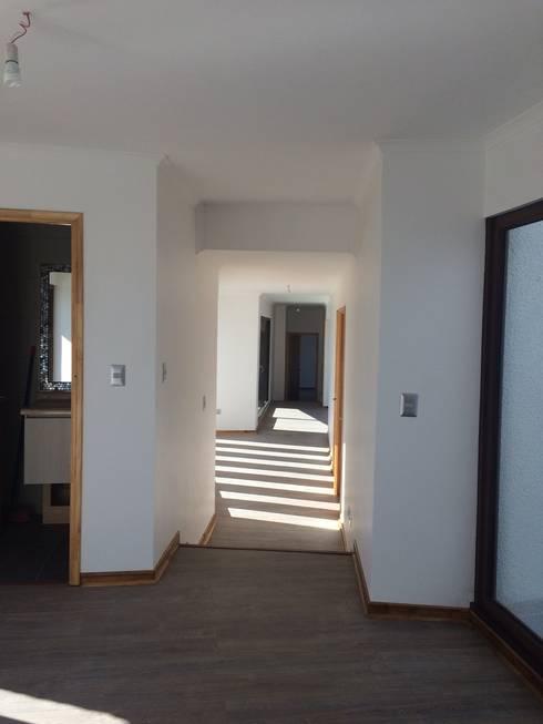 vista hall de acceso: Pasillos y hall de entrada de estilo  por Vinci studio