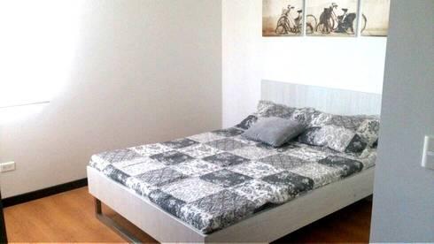 Alcoba principal: Dormitorios de estilo  por FARIAS SAS ARQUITECTOS