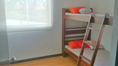 VILLA TOLEDO ETAPA 1: Habitaciones infantiles de estilo  por FARIAS SAS ARQUITECTOS