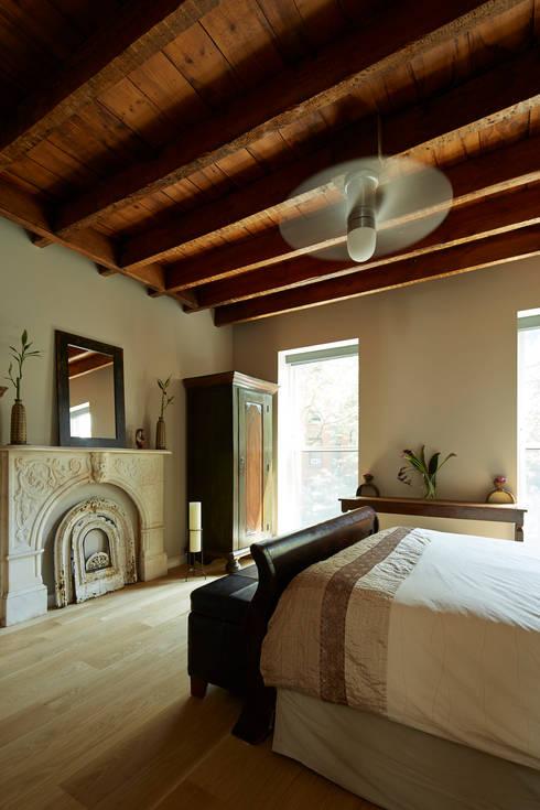 Cobble Hill Townhouse:  Bedroom by Sarah Jefferys Design