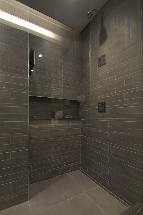 Cobble Hill Townhouse:  Bathroom by Sarah Jefferys Design