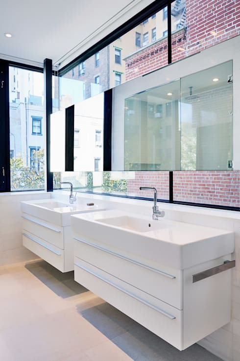 Park Slope Townhouse:  Bathroom by Sarah Jefferys Design