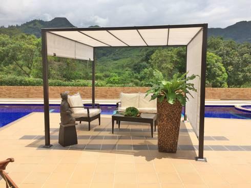 DECORACION: Piscinas de estilo tropical por FARIAS SAS ARQUITECTOS