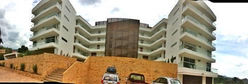 ESTRUCTURA FACHADA: Casas de estilo tropical por FARIAS SAS ARQUITECTOS