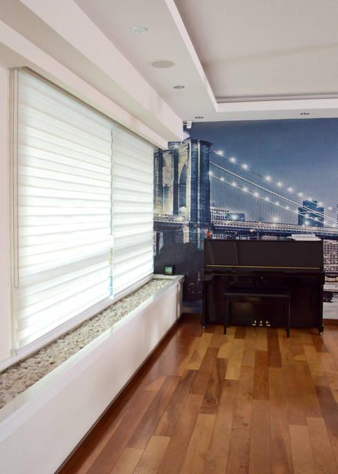 Remodelación Casa-Habitación 850m2: Salas de estilo  por GHT EcoArquitectos