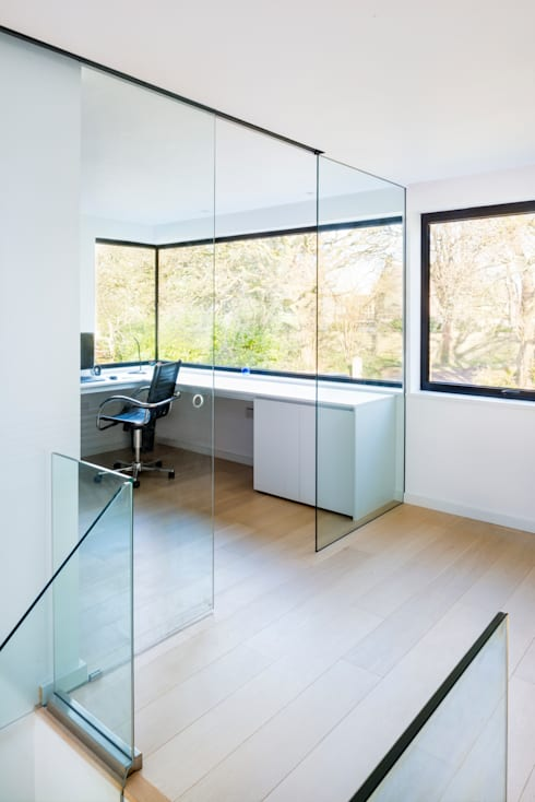 White Oaks Study/Office with Glass Sliding Door: modern Study/office by Barc Architects
