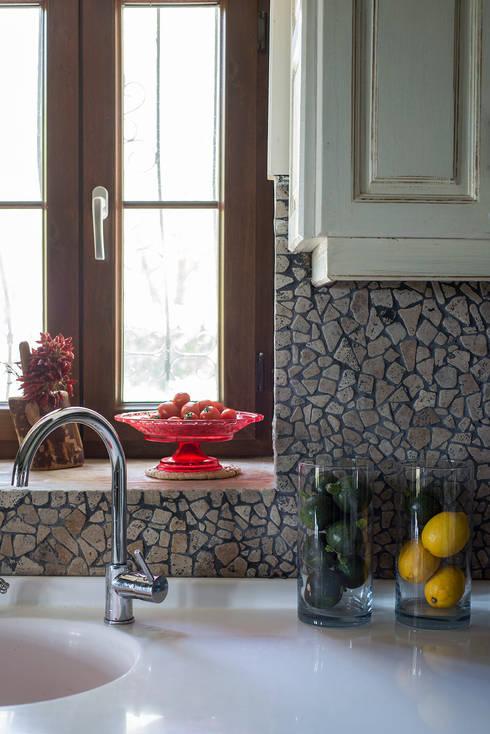 Ebru Erol Mimarlık Atölyesi – Önal & Haike  Öncebe Evi:  tarz Mutfak