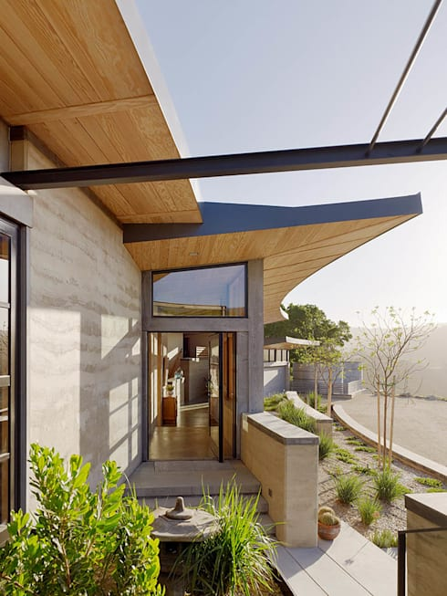 Caterpillar House:  Houses by Feldman Architecture