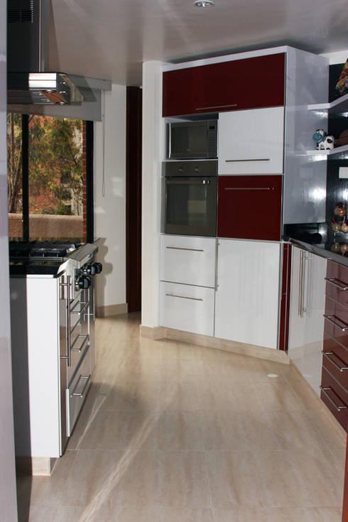 APARTAMENTO SIERRAS DEL MORAL: Cocinas de estilo moderno por bdl concept/studio