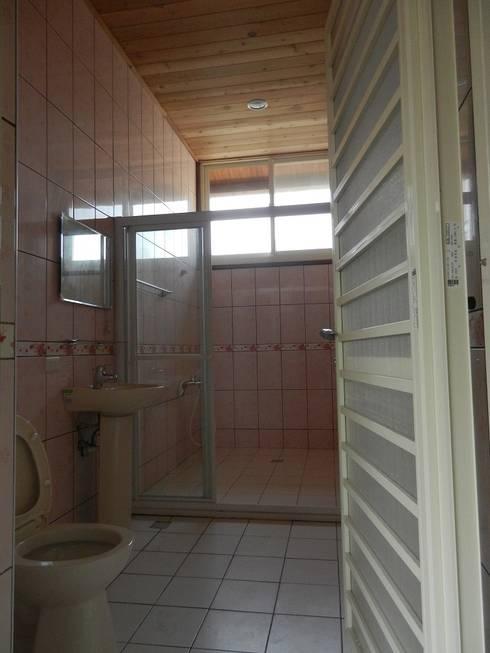 Bathroom by 山田小草木作場