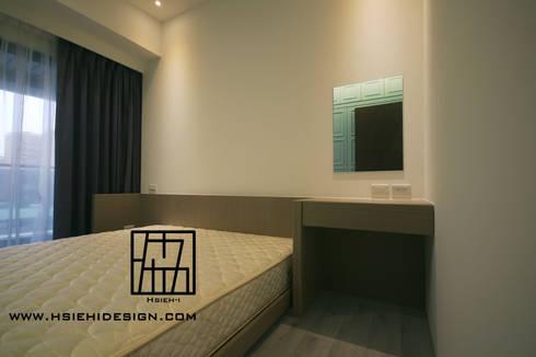 主臥室床頭化妝桌:  臥室 by 協億室內設計有限公司