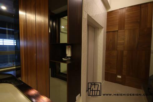 廊道與電梯:  走廊 & 玄關 by 協億室內設計有限公司