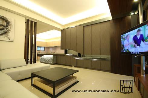 造型收納櫃:  客廳 by 協億室內設計有限公司