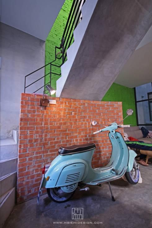 客廳主題造型:  走廊 & 玄關 by 協億室內設計有限公司