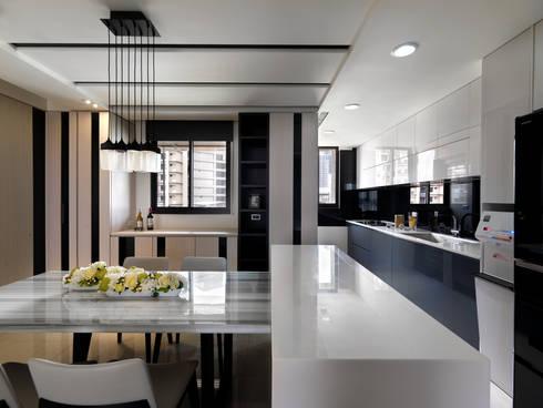 質感設計打造年輕人最愛現代風格:  廚房 by 拾雅客空間設計
