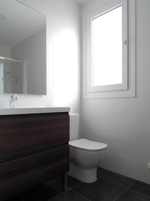 Ванные комнаты в . Автор – Casas Cube