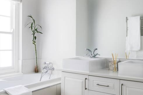 Bedroom two en-suite: colonial Bathroom by Salomé Knijnenburg Interiors