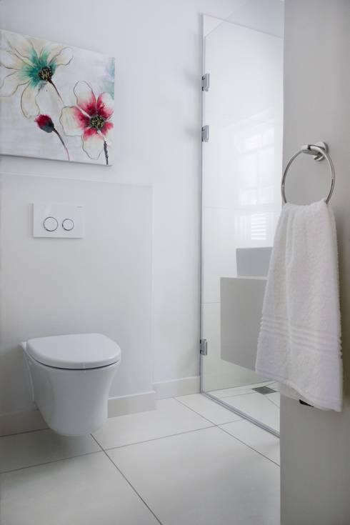 Guest bathroom: colonial Bathroom by Salomé Knijnenburg Interiors