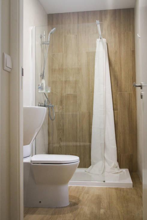 Casa da Barra: Casas de banho mediterrânicas por Artglam, Lda