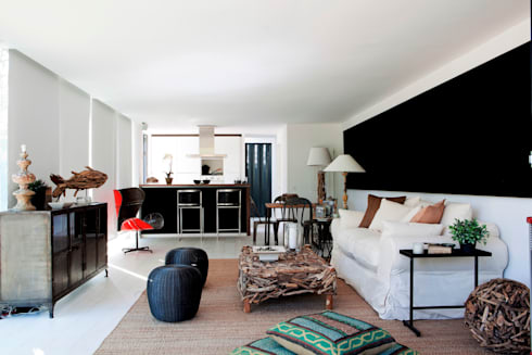TIEMBLO HOUSE: Salas de estilo moderno por james&mau