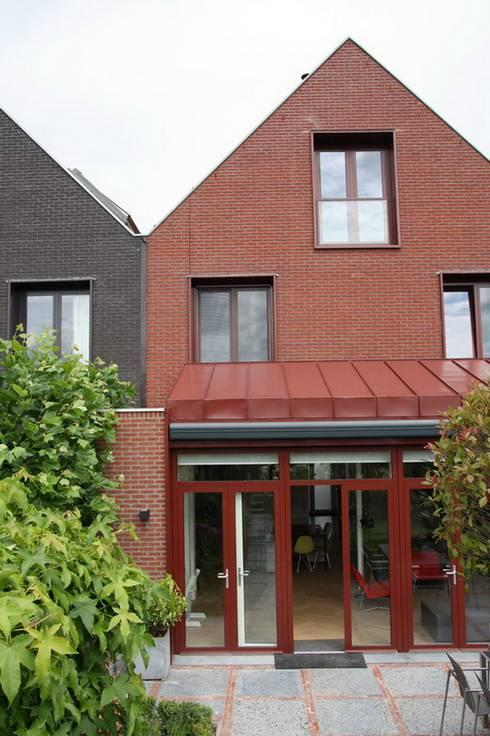 Moderne Uitbouw :  Rijtjeshuis door Architectenbureau Jules Zwijsen