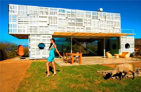 MANIFESTO HOUSE: Casas de estilo industrial por james&mau
