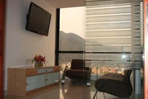 PROYECTO BOGOTÁ LASER: Salas de estilo moderno por bdl concept/studio