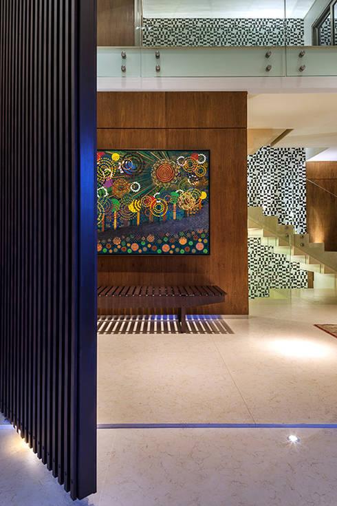 Pasillos y recibidores de estilo  por silvana albuquerque arquitetura e design