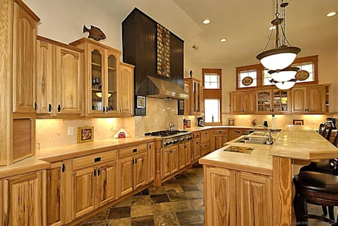 Savannah Dawn - 6000 sq.ft. Vacation Rental in Southern Shores, NC: modern Kitchen by Outer Banks Renovation & Construction