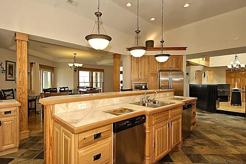 Savannah Dawn—6000 sq.ft. Vacation Rental in Southern Shores, NC: modern Kitchen by Outer Banks Renovation & Construction