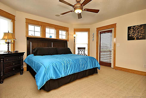 Savannah Dawn—6000 sq.ft. Vacation Rental in Southern Shores, NC: modern Bedroom by Outer Banks Renovation & Construction