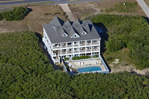 Hotel California Aerial View: modern Houses by Outer Banks Renovation & Construction