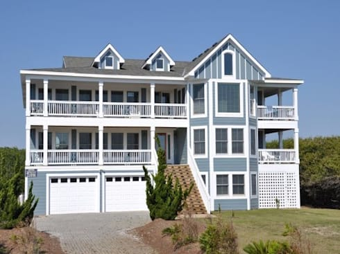 Hotel California view from the street: modern Houses by Outer Banks Renovation & Construction