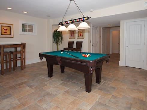 Large game room with pool table: modern Media room by Outer Banks Renovation & Construction