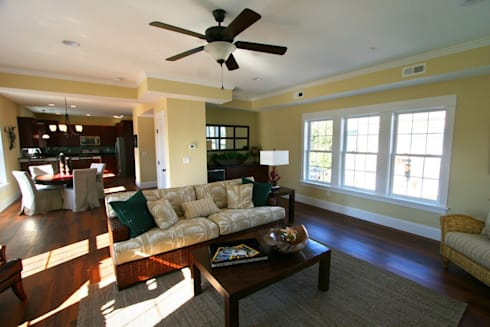 Natural Living Room: modern Living room by Outer Banks Renovation & Construction
