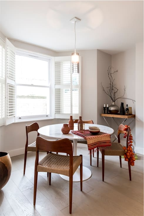 Dining room by Studio 29 Architects ltd