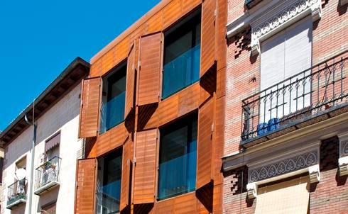 SAN VICENTE FERRER 78 : Casas de estilo moderno por james&mau