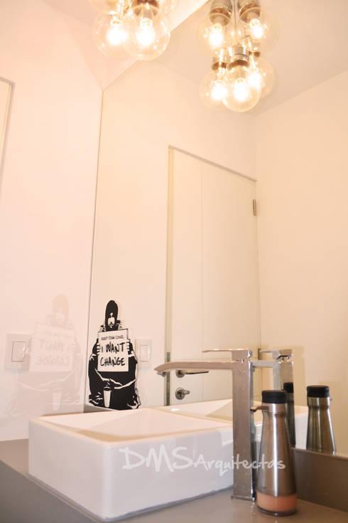 Departamento Barranco: Baños de estilo moderno por DMS Arquitectas