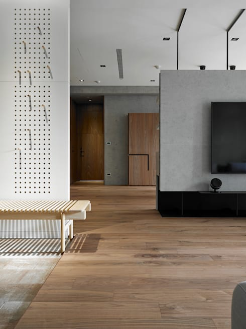 693號‧一:  走廊 & 玄關 by 洪文諒空間設計