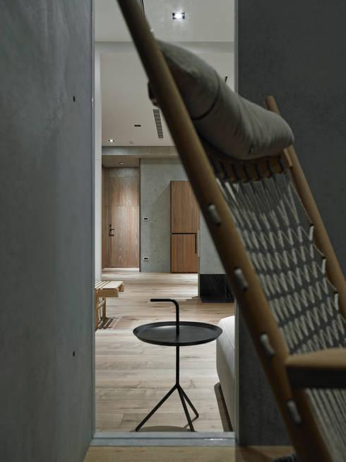 693號‧一:  書房/辦公室 by 洪文諒空間設計