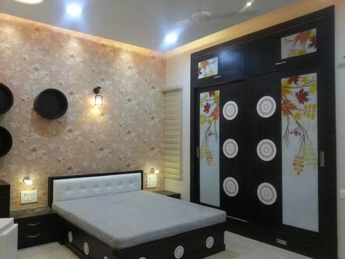 DOCTORS RESIDENCE: minimalistic Bedroom by YOJNA ARCHITECTS