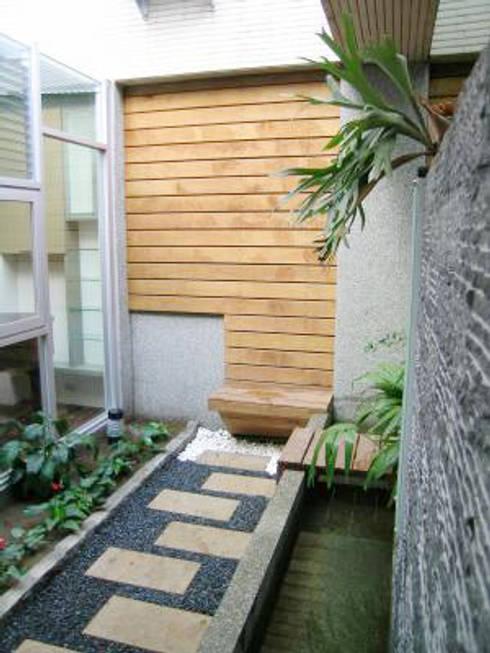 高雄  VILLA :  庭院 by 大也設計工程有限公司 Dal DesignGroup