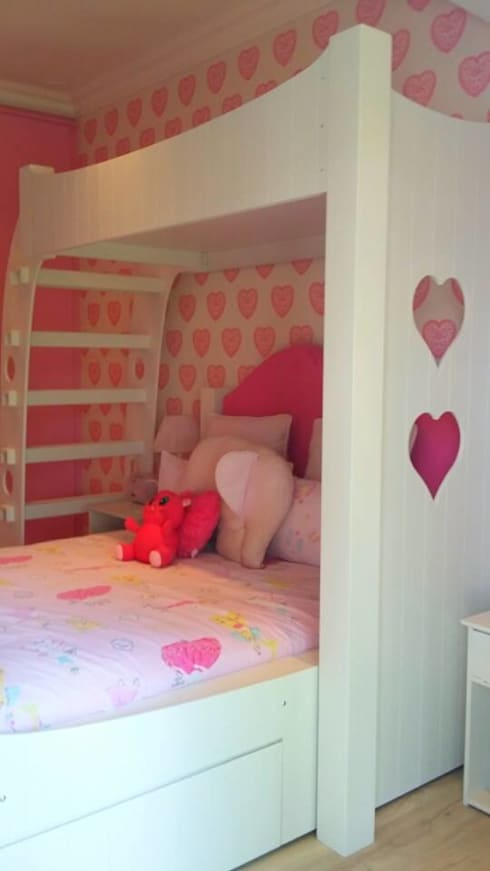 Custom Bed design for teenage girl inspired by the wallpaper: colonial Nursery/kid's room by CKW Lifestyle