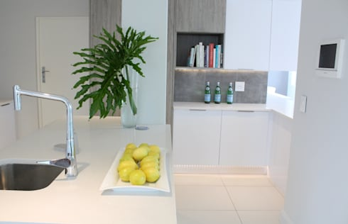 Apex Building—Penthouse: modern Kitchen by House of Gargoyle