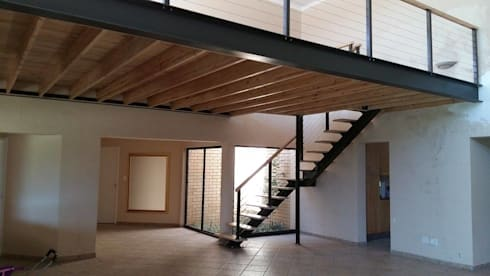 Mezzanine floor and staircase: modern Living room by Loftspace