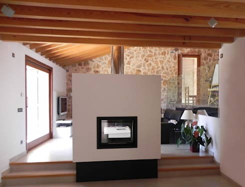 Refurbishment of existing house en Genova: modern Living room by Tono Vila Architecture & Design